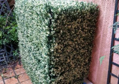 cache climatiseur en feuilles artificielles